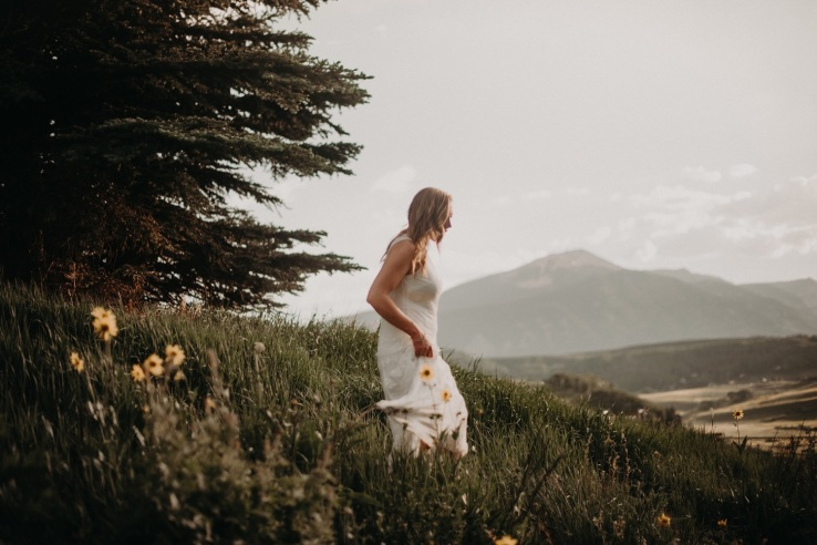 04_Ali&Mark_BridalPortraits_KiKiCreates-033_mountain_weddings_in_mountains_rocky_summer_the_photograhers_butte_colorado_photographer_crested