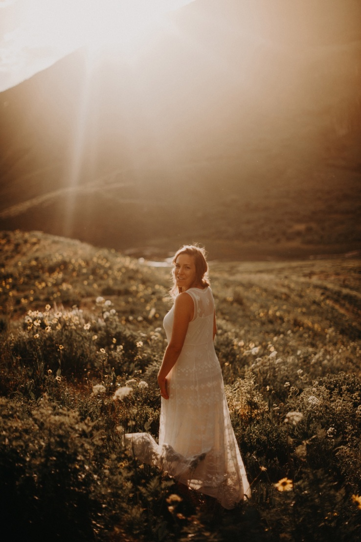 07_Ali&Mark_BridalPortraits_KiKiCreates-036_mountain_weddings_in_mountains_rocky_summer_the_photograhers_butte_colorado_photographer_crested